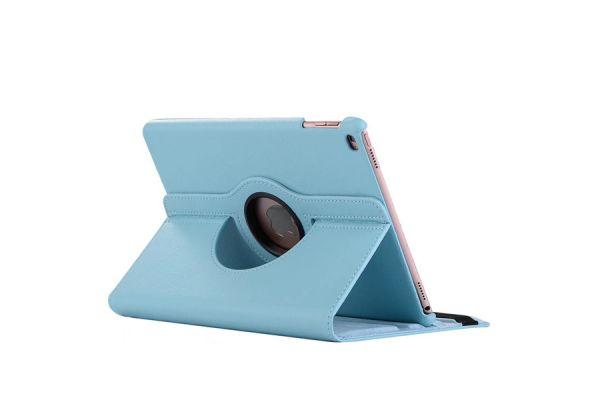 iPad 9.7 (2018) PU leren draaibare hoes licht blauw